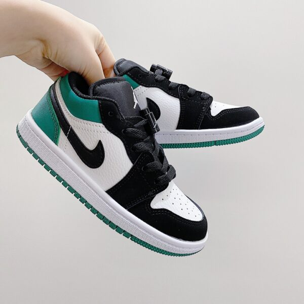 Giày nike jordan low trẻ em màu xanh lá logo đen