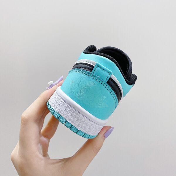 Giày nike jordan low trẻ em màu xanh nhạt logo đen