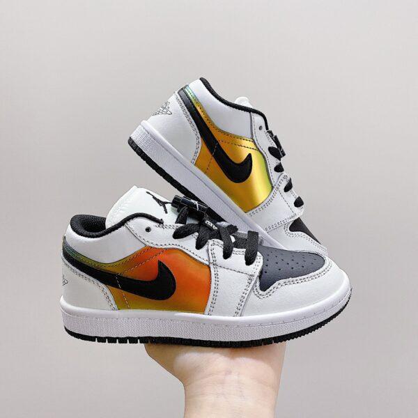giày jordan low trẻ em màu trắng logo đen