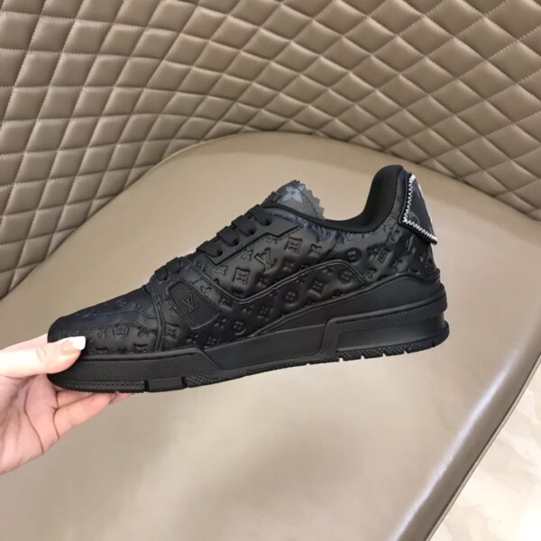Giày thể thao LOUIS VUITTON màu đen