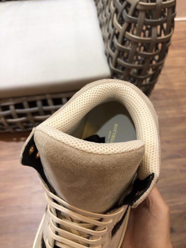 Giày Bottega Veneta cao cổ mau trắng sữa da lộn