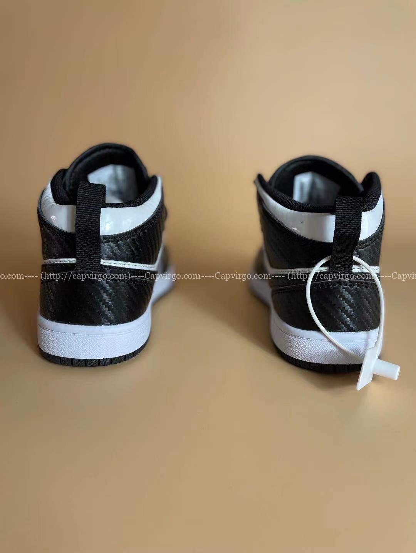 Giày air Jordan 1 trẻ em màu đen trắng có vân